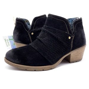 NEW Earth Origins 8.5W Black Suede V-Cut Booties